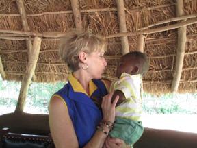 illustration 2_Author Linda Johanson with African baby in rural Ugandan clinic 2014